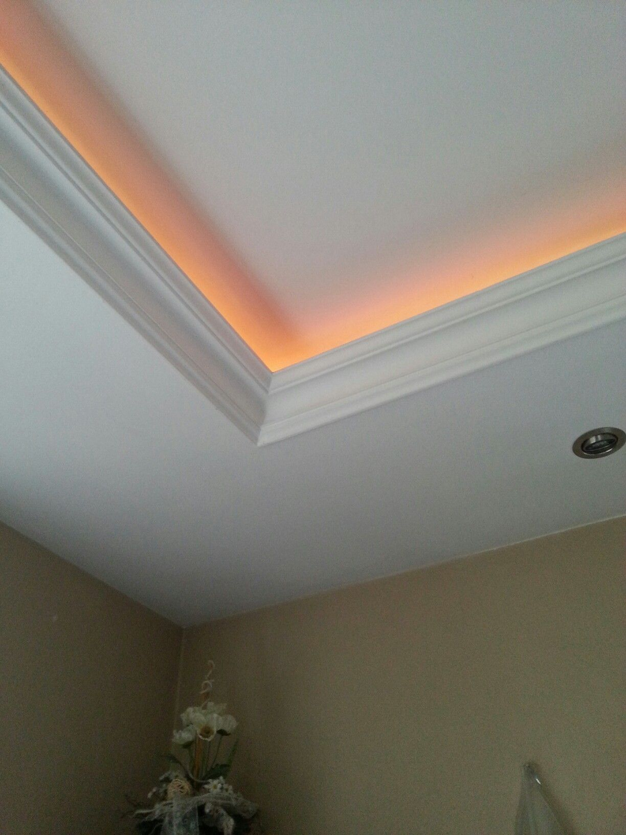 Indirekte Beleuchtung Im Wohnzimmer Schlafzimmer Flure Oder Kinderzimmer Stuck Am Rand Ruang Tamu Rumah Interior Rumah