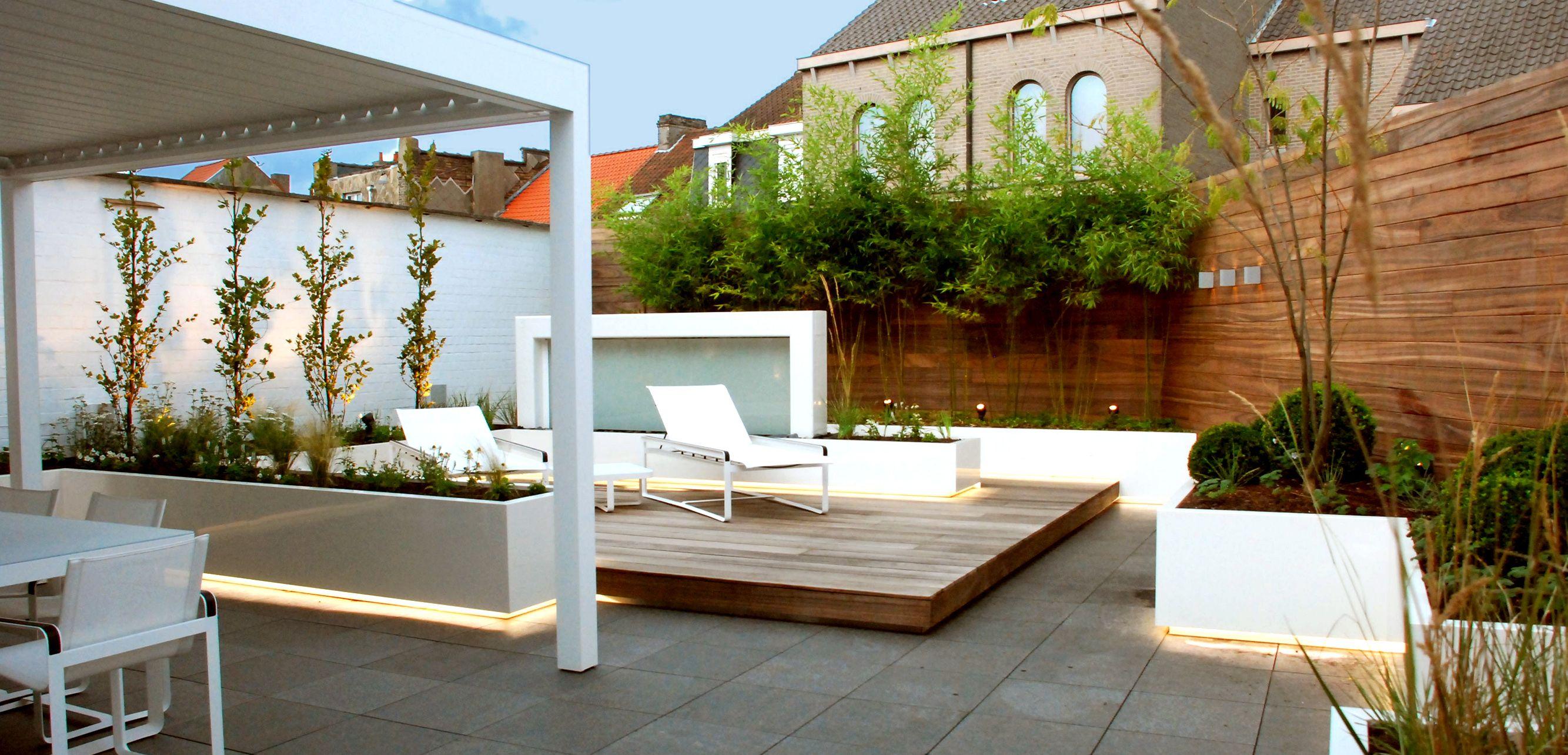 Moderne tuinen hebben strakke lijnen en zijn opgebouwd uit moderne ...