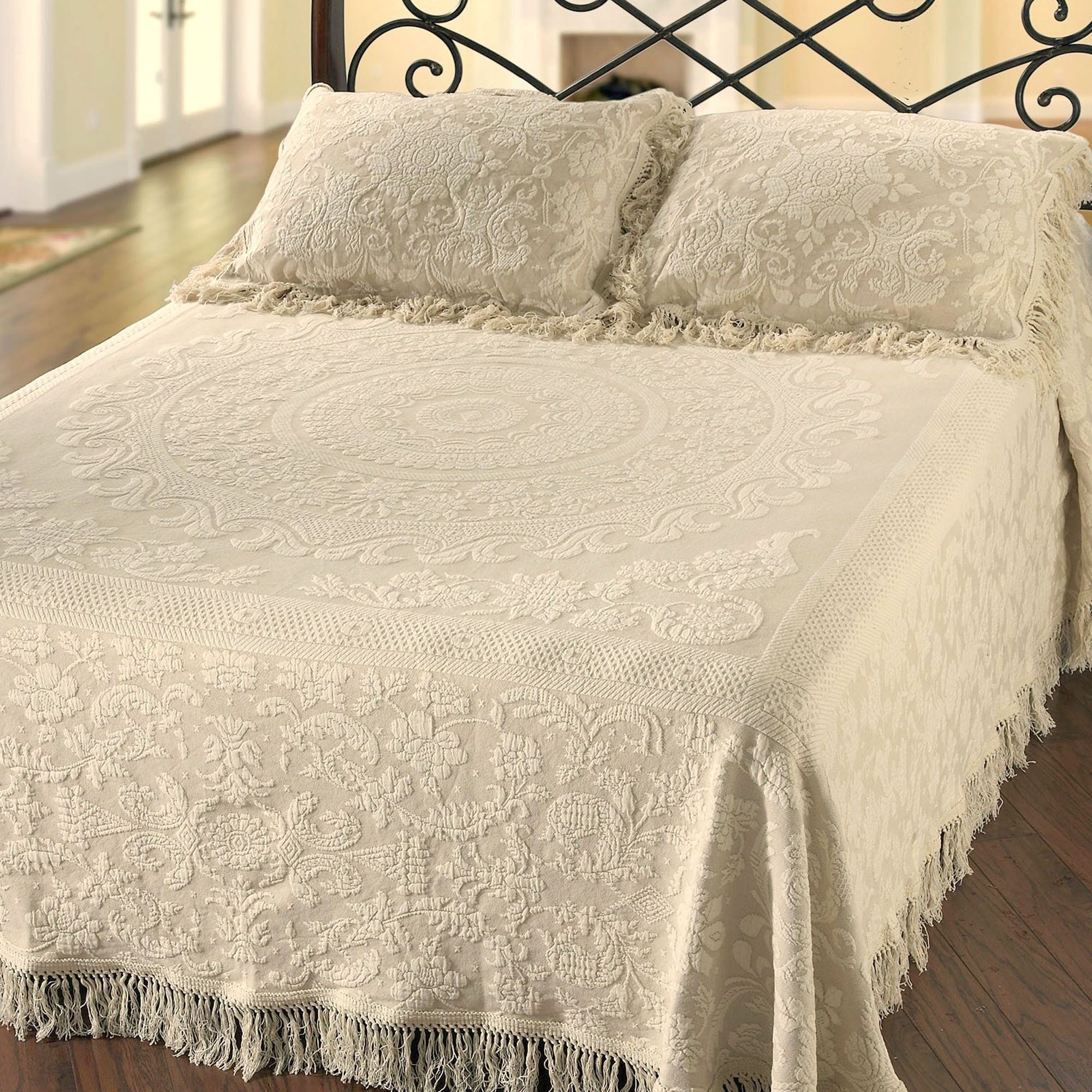 Bedspread design ideas - Queen Elizabeth R Woven Matelasse Bedspread Bedding