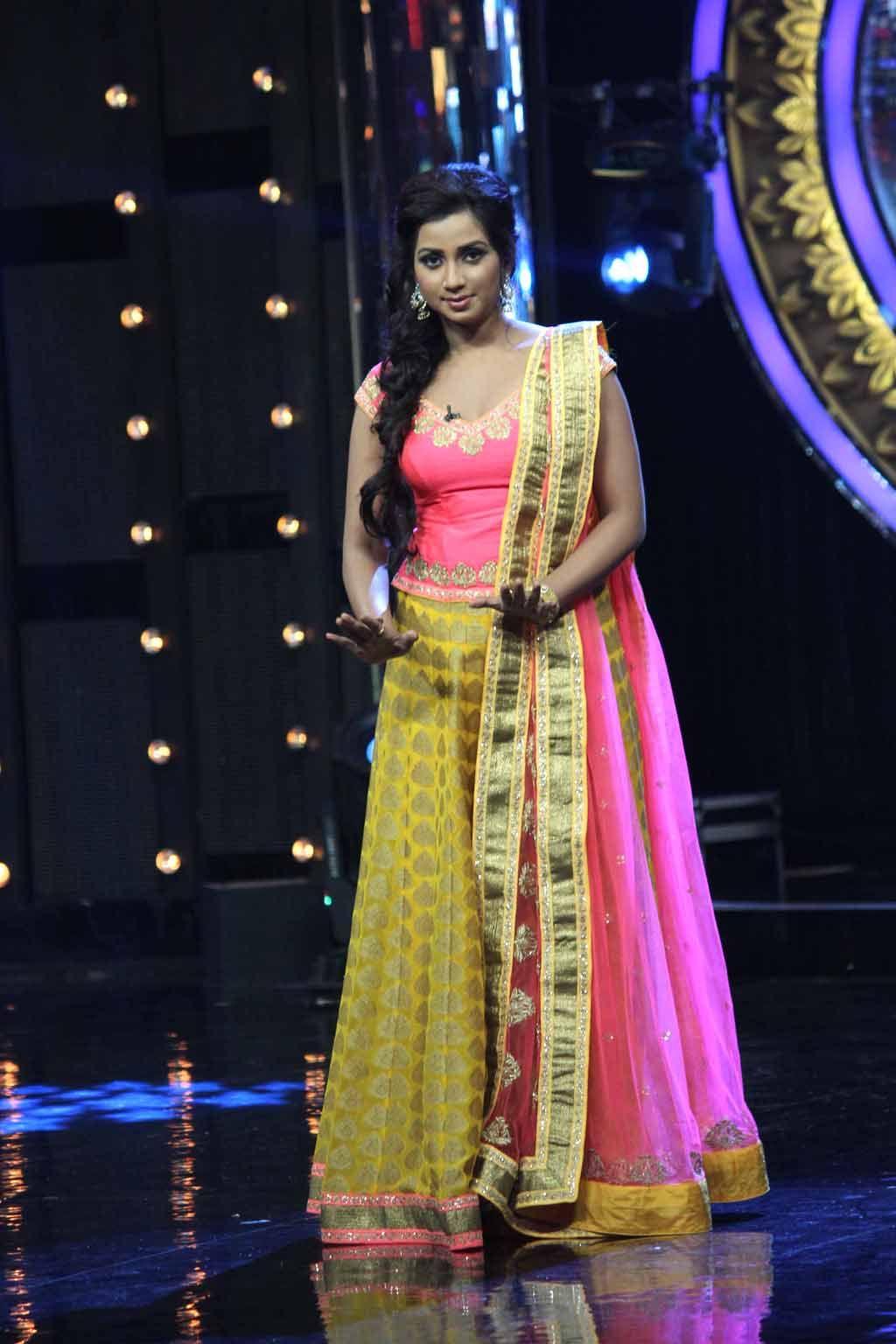 Shreya Ghoshal Sexy Lehenga At Indian Idol 2013 - Masala -1910