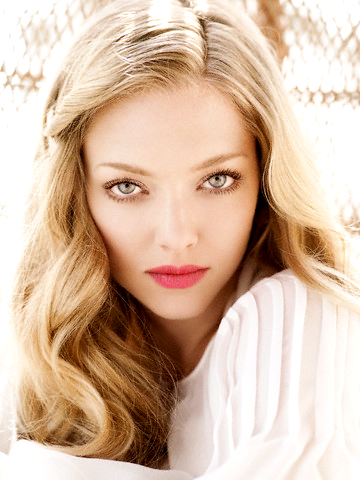 Amanda Seyfried 20's style hair and makeup