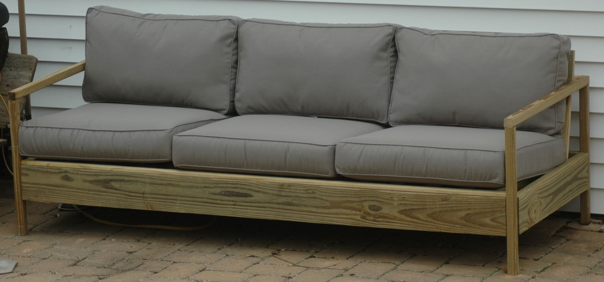 84 patio sofa do it yourself home projects from ana white 84 patio sofa diy projects solutioingenieria Choice Image