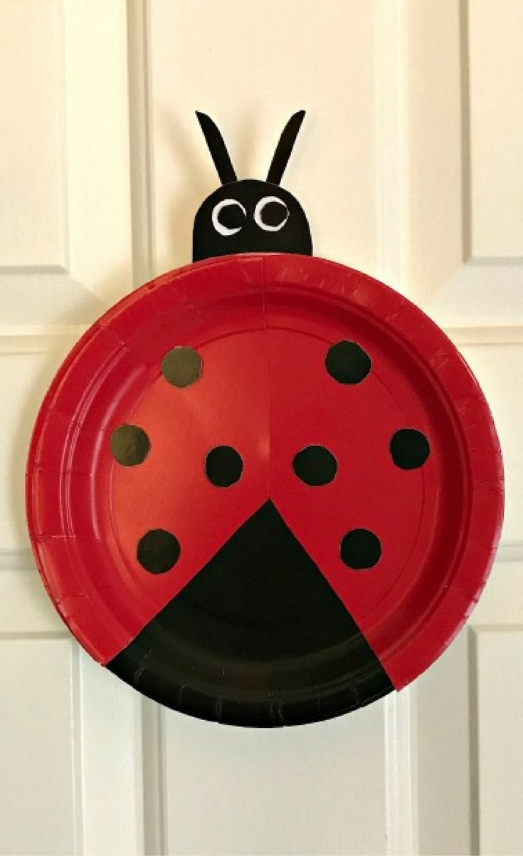 This simple paper plate ladybug craft if perfect for even the tiniest crafters! & This simple paper plate ladybug craft if perfect for even the ...