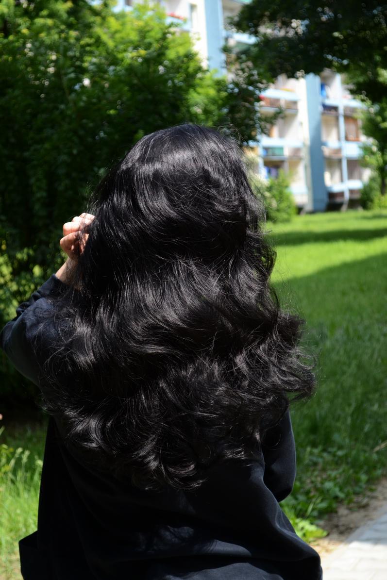 Картинки девушек со спины на аву с черными волосами
