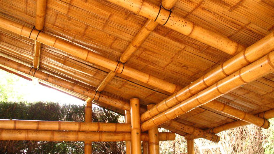 Garaje con cubierta de teja guadua pinterest bamb muebles de bamb y cubiertas - Muebles de garaje ...