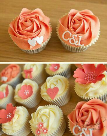 Peach colored mixed flowers cupcakes