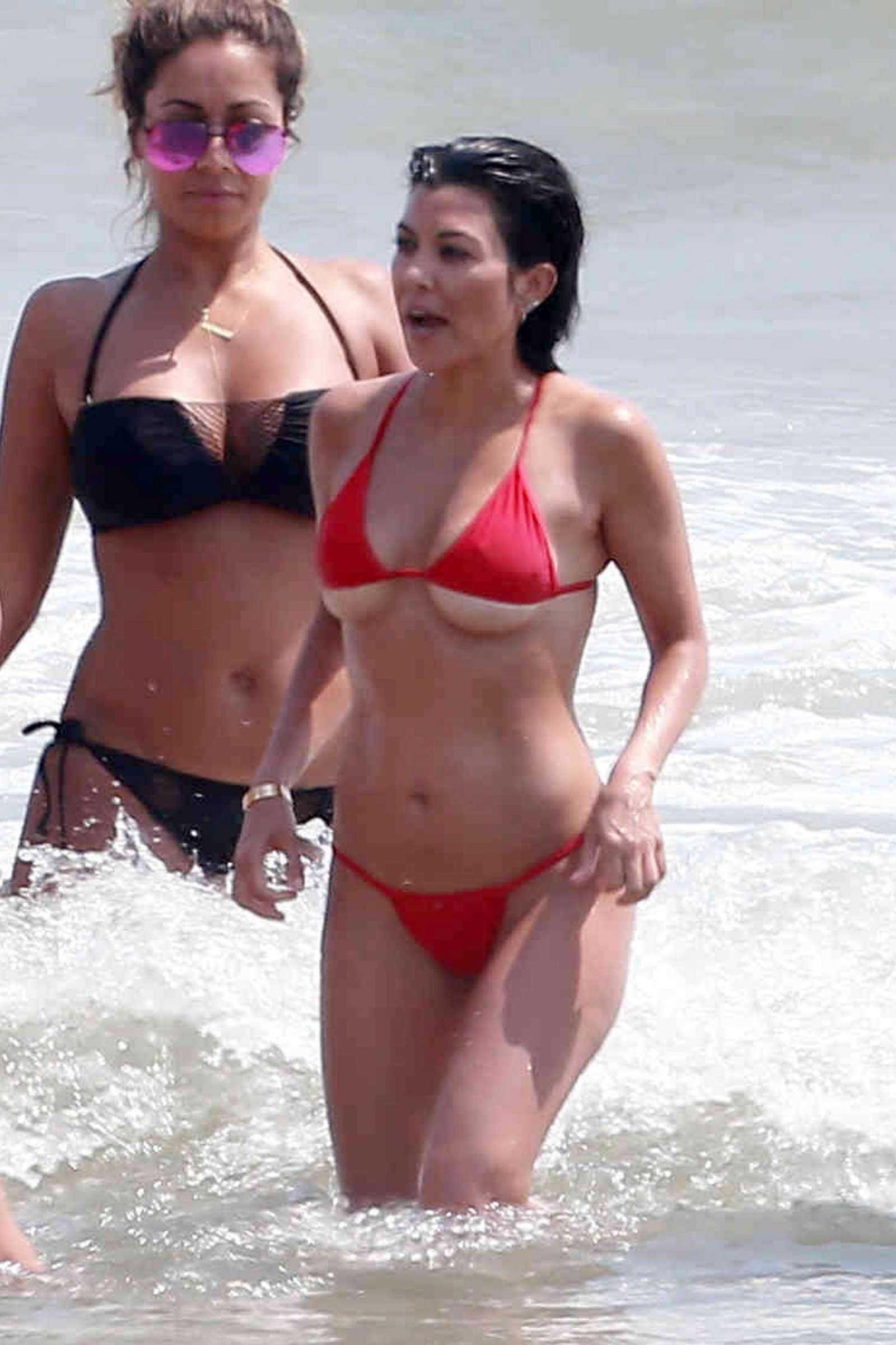 Kourtney Kardashian 753 Jpg 1600 2400 Kardashian Bikini