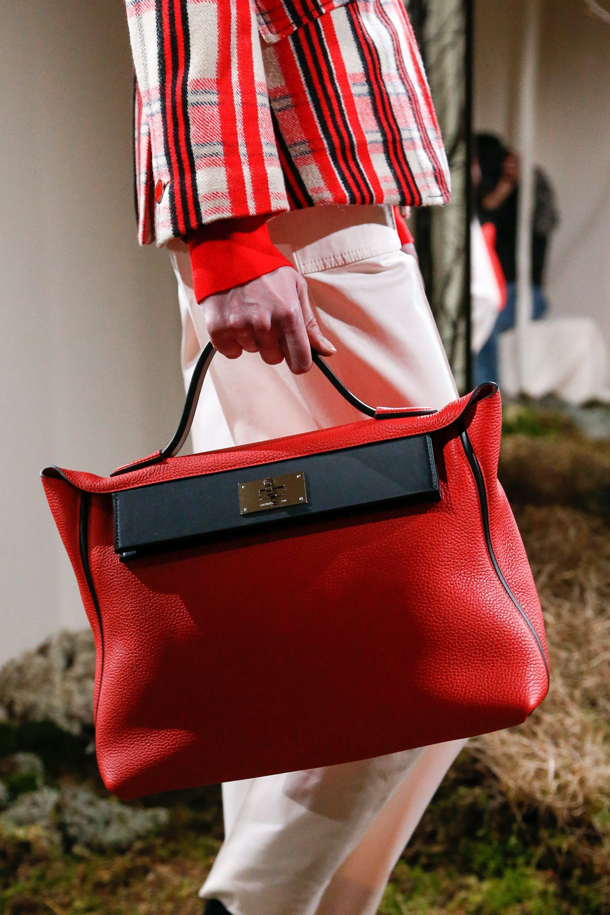 777c802e436f The complete Hermès Pre-Fall 2018 fashion show now on Vogue Runway.
