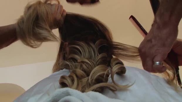 Marco Antonio de Biaggi dá o passo a passo para fazer o cabelo de Letícia Spiller