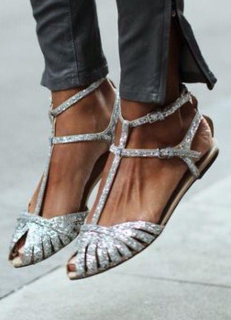 This glitter sandals are so unique and pretty!