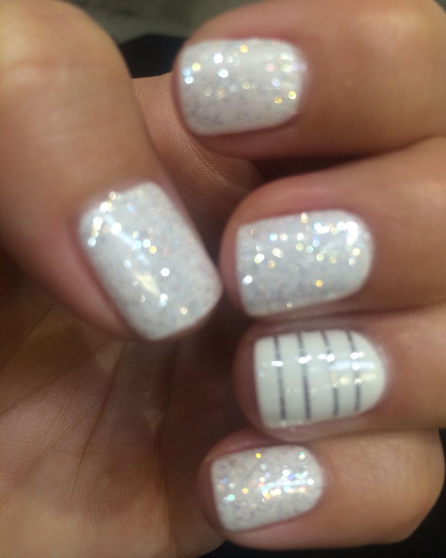 Let it snow ❄ ❄ twinkle snow nails ❄ ❄️thank you Annie ...