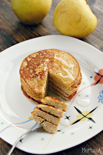 Apple pancakes by @Amy Morteci  <3 - will try this, pinky promise!