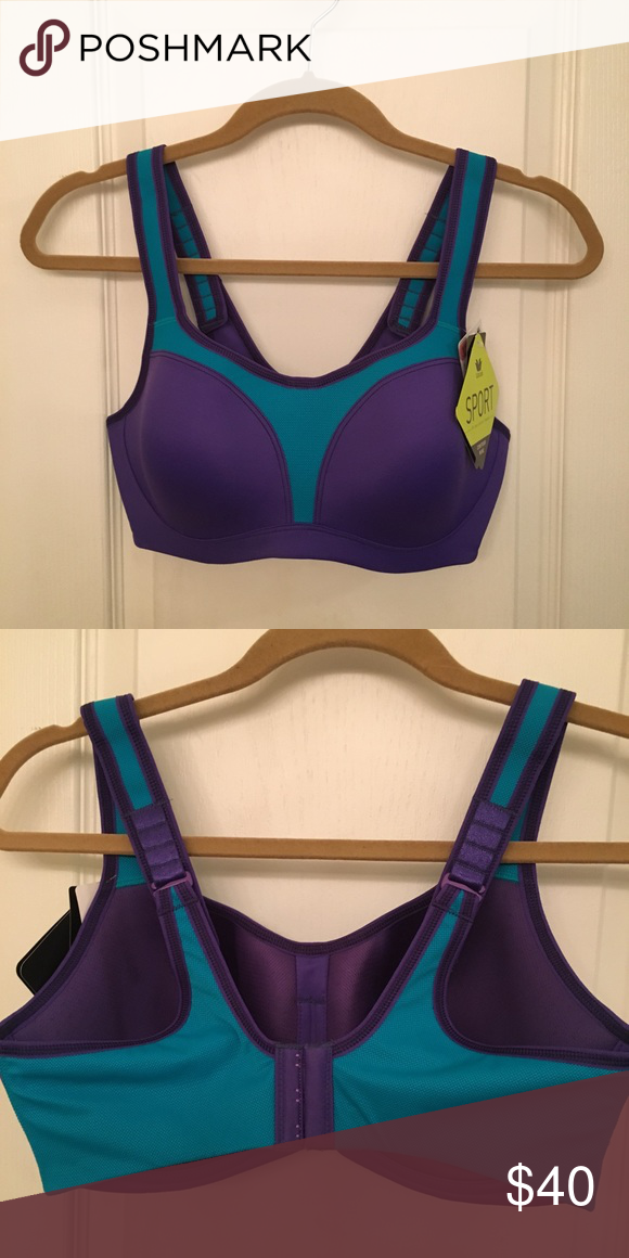 1a8d7bf9ac0e3 NWT Wacoal maximum Control Contour Sports Bra NWT Wacoal maximum Control  Contour Underwire Sports Bra.