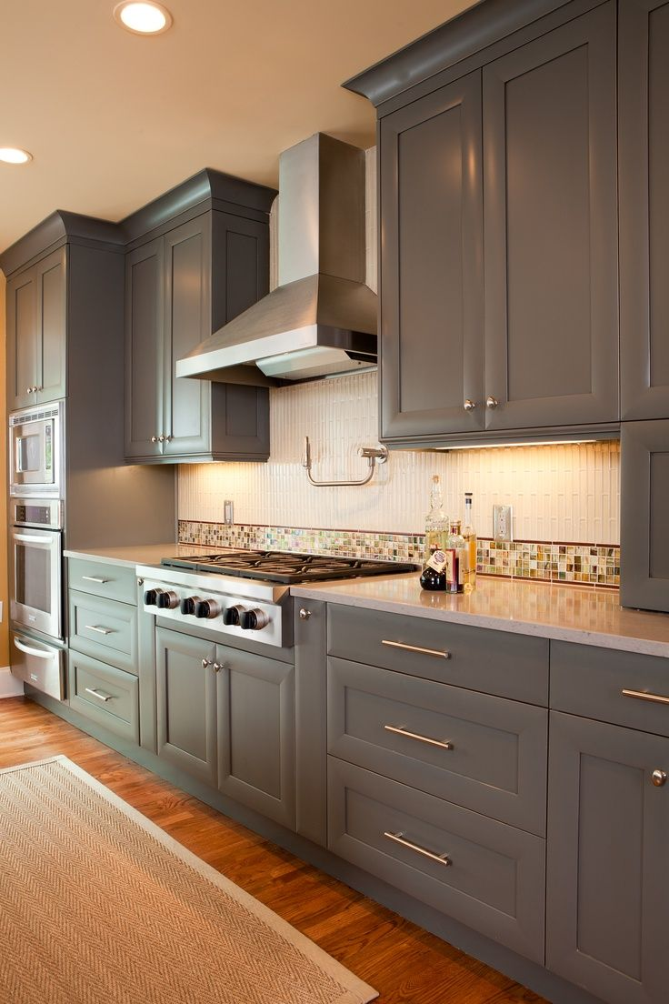 I Like These Cabinets A Lot Sherwin Williams 7061 Night Owl On Maple Design By Jackie Akers Insidesign
