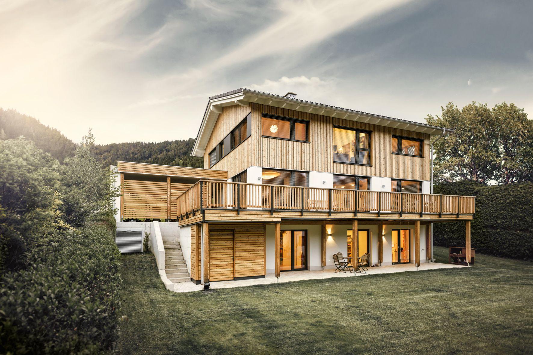 Tradition trifft auf Design. Viel Holz und modernes Design schaffen ...