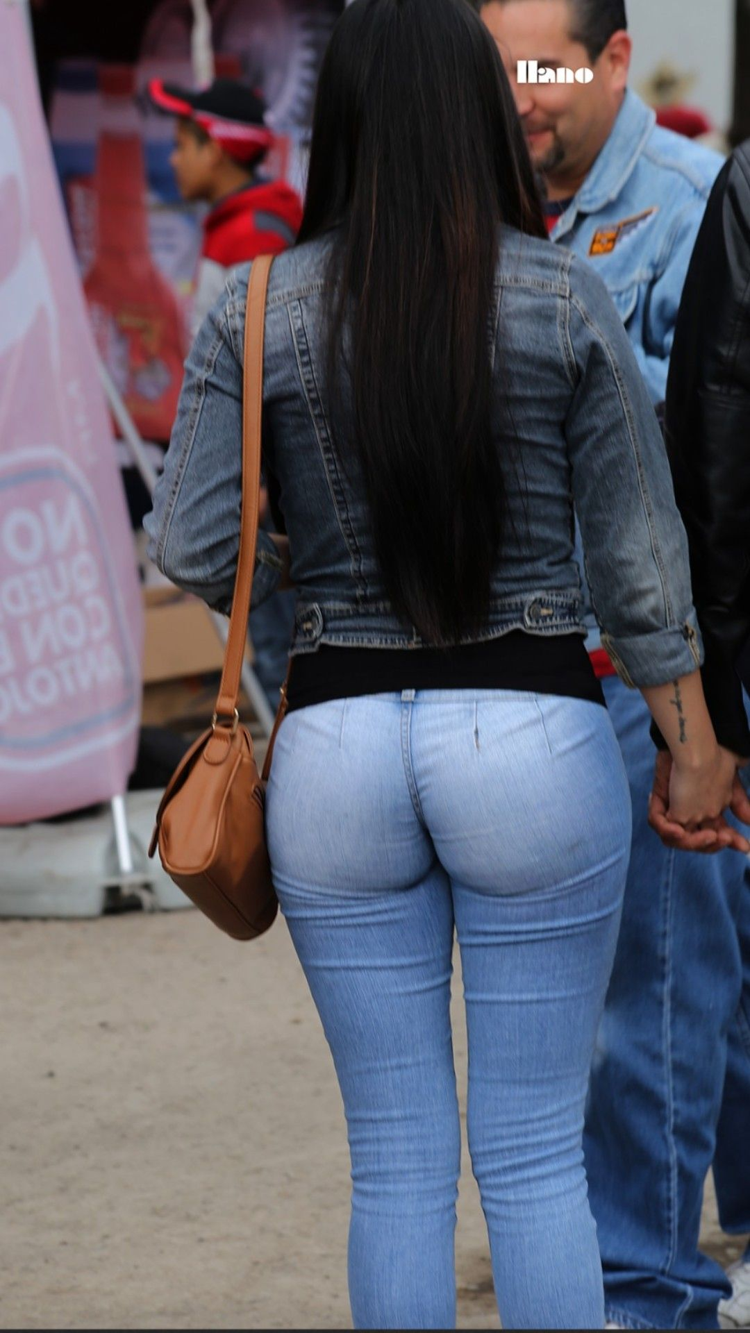 Ariel winter booty in tight jeans
