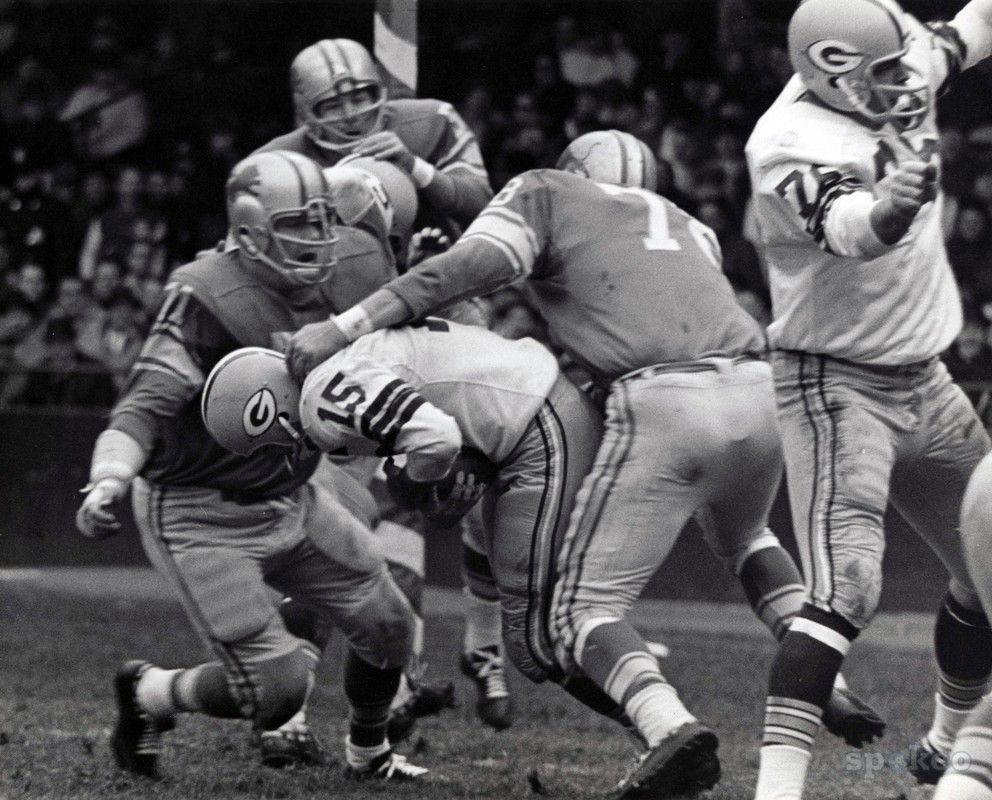 Green Bay Packers quarterback Bart Starr is tackled by Alex Karras ...