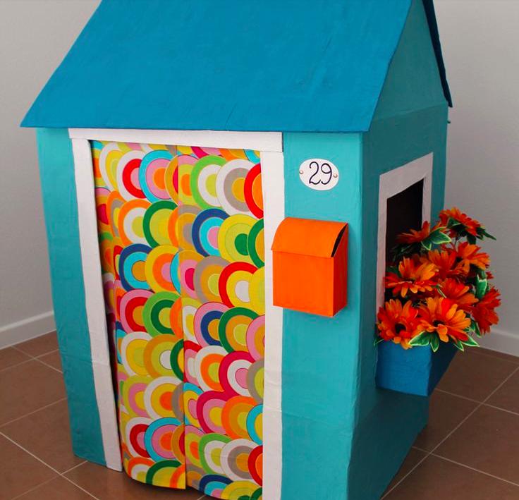 maison en carton bricolage et jouets pour enfants. Black Bedroom Furniture Sets. Home Design Ideas