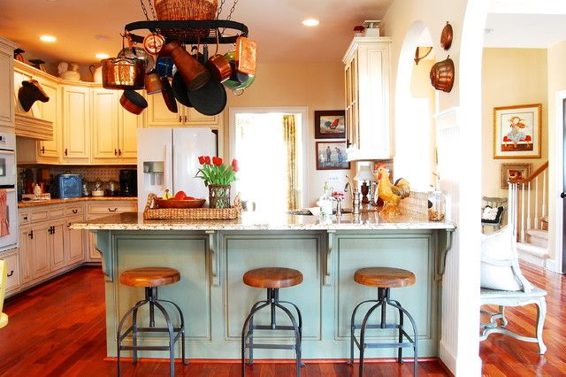Ordinaire Wonderful Traditional Kitchen Design Interior With Small Wooden Swivel Bar  Stools Furniture Used White Cabinet