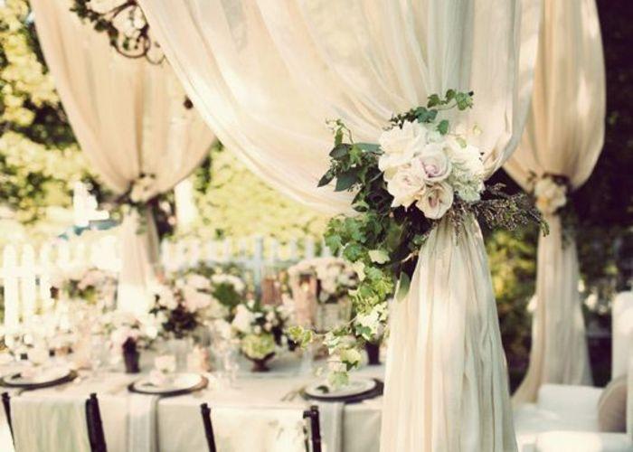 ふわふわにきゅん♡カーテンがある会場での結婚式が今時花嫁の理想*