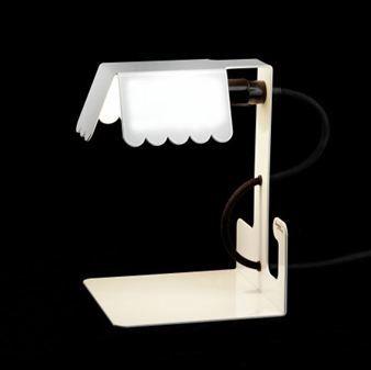 Lucy valaisin bswedeniltä on siro tunnelmaa antava valaisin ikkunalaudalle, sivupöydälle tai yöpöydälle. Suunnittelija Louise Hederströmin mielestä valaisimen tulee olla helposti siirrettävissä paikasta ja huoneesta toiseen, siksi valaisimessa on johdon keräämistä helpottava koukku.Muotoilu on saanut inspiraatiota materiaalina käytettävästä metallilevystä ja sen ominaisuuksista graafiseen ilmaisuun.