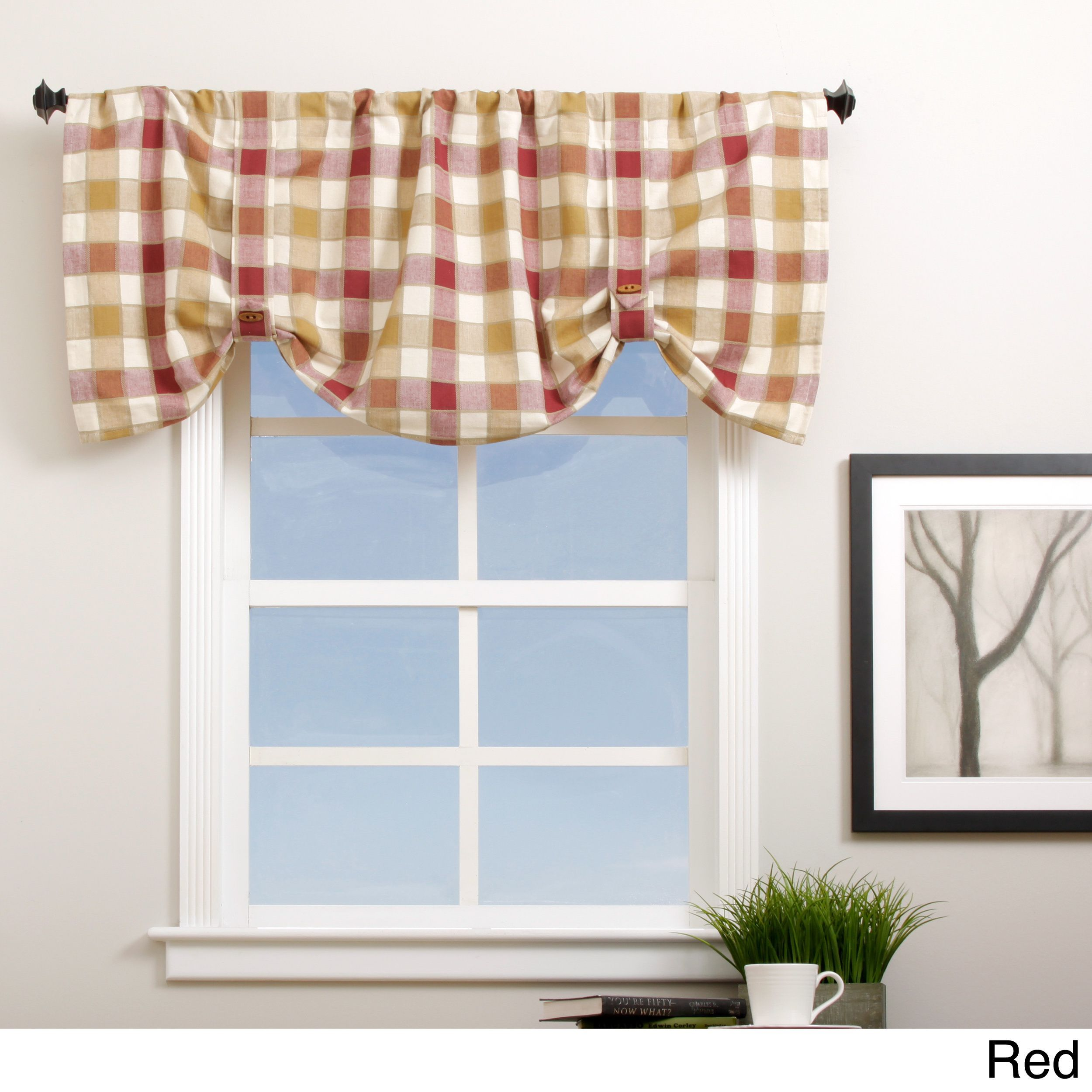 Add an eyecatching detail to your window with this cute plaid