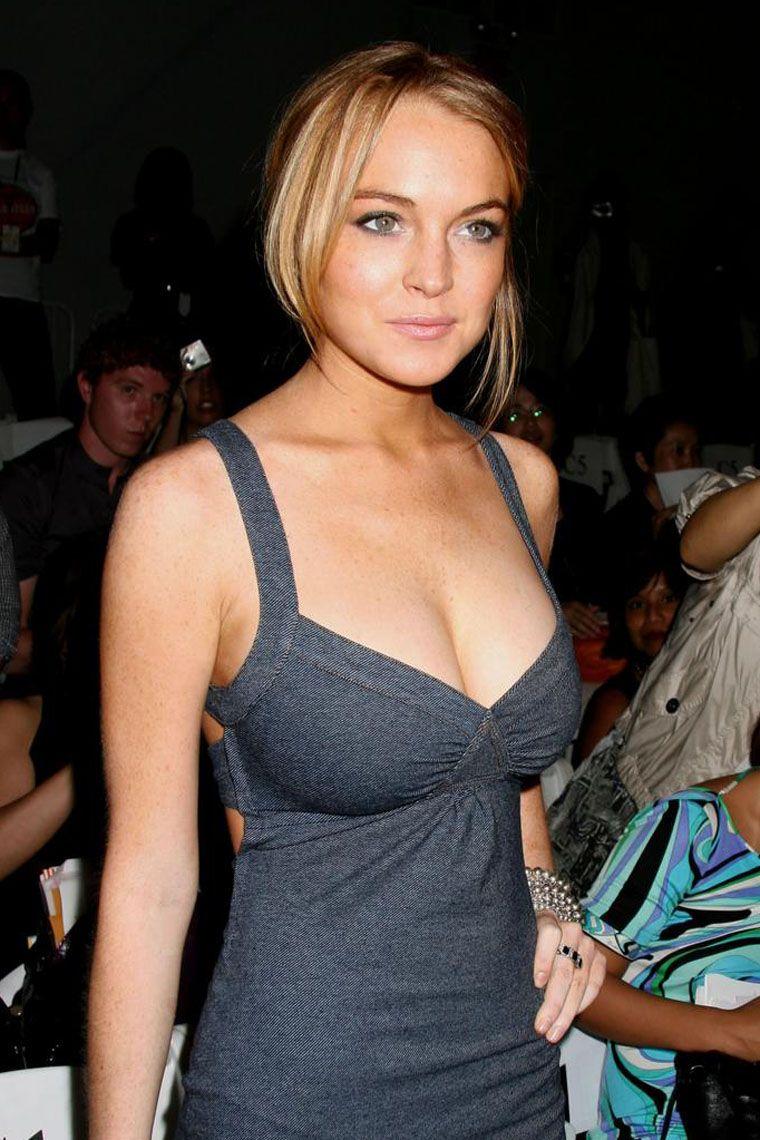 Lindsay lohans exposed boob