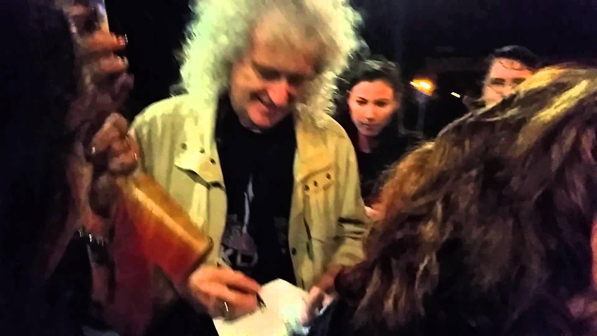 Fans meet Brian May after Queen + Adam Lambert 4th