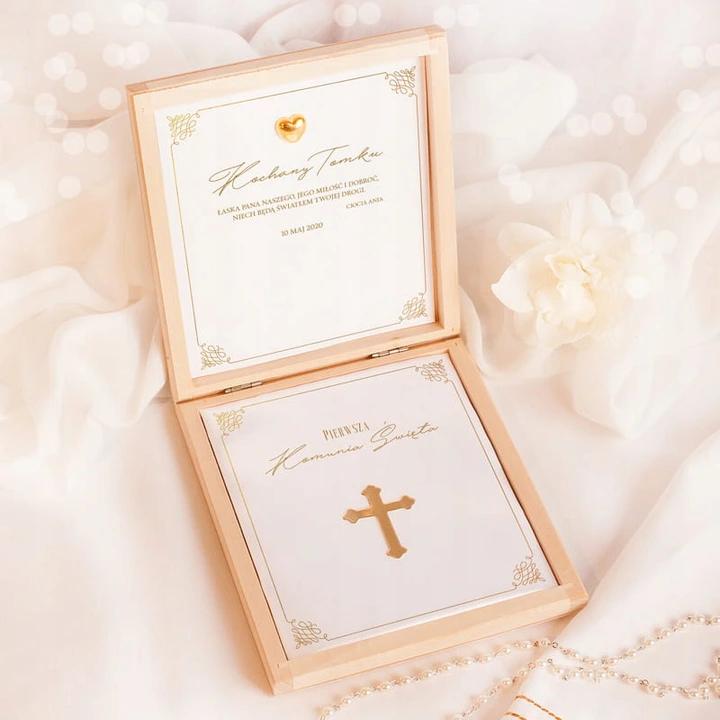 Pamiatka Prezent Komunia Sw Zloty Krzyz Z Imieniem In 2020 Gift Wrapping Gifts Decorative Boxes