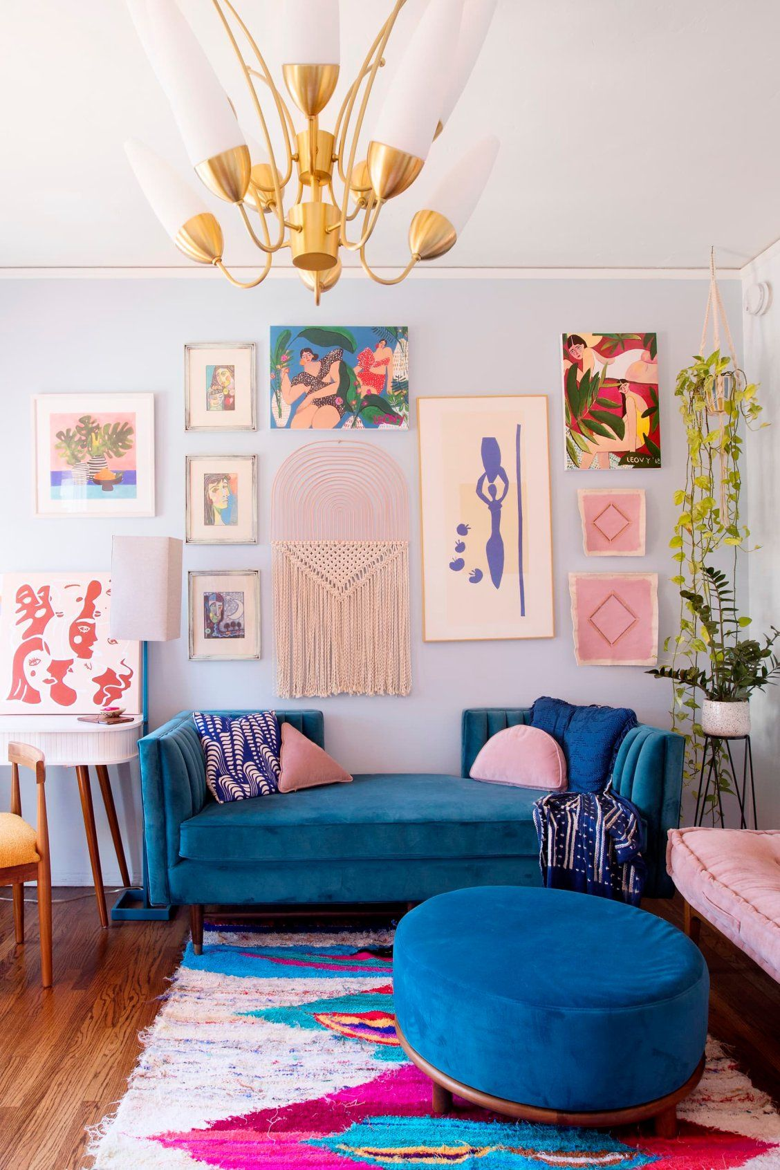 This cool California rental is bursting with color and DIY inspiration. #rental #diy #homecolorpalette #gallerywall #colorpalette
