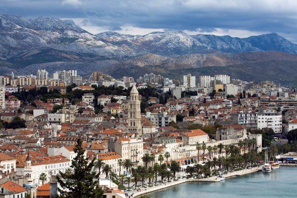 Split Esta Ciudad Es La Segunda Mas Poblada De Croacia Despues De Zagreb Y Es Famosa Por El Palacio De Diocleciano Que Croacia Croacia Zagreb Lugares Para Ir