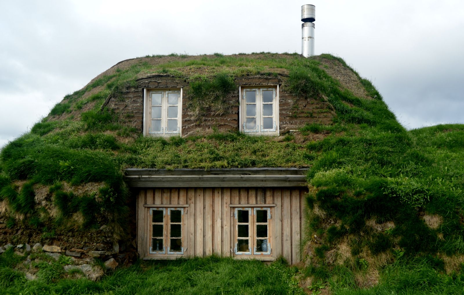 sa¦nautasel turf house in the highlands of iceland iceland