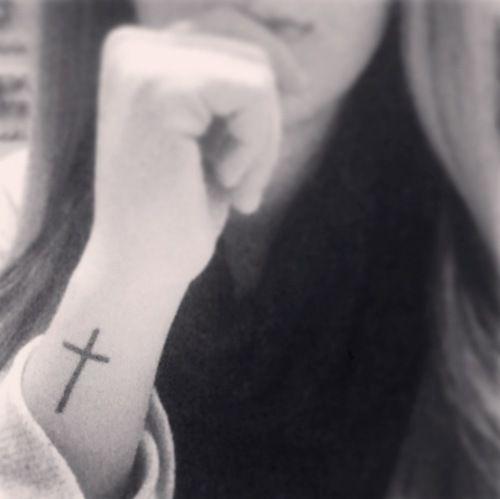 Cross Tattoo On Wrist Tatoos Tatuajes En La Muñeca Tatuajes