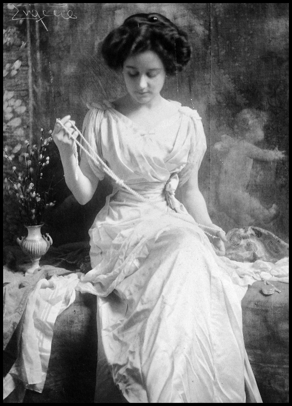 The Pearl Necklace by Frank Eugene 1899      .  #BlackandWhite