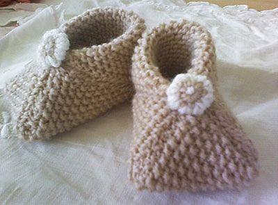 petits carr s pour petits chaussons tricot r aliser tricot modele tricot b b et tricot. Black Bedroom Furniture Sets. Home Design Ideas