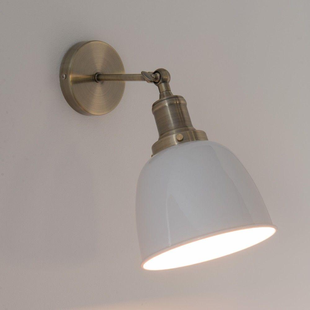 Wandlampe Aus Metall Mit Weissem Kugelschirm Maisons Du Monde Wandlampe Lampe Wand