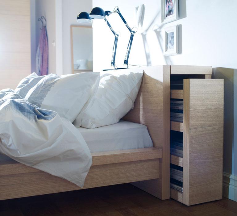 in malm l sst sich nicht nur schlafen sondern auch verstauen neben einem bett in zwei. Black Bedroom Furniture Sets. Home Design Ideas
