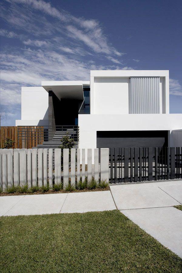 Defining A Sloped Property Overlooking Sydney S Skyline Mormanis House House Fence Design Modern Fence Design Fence Gate Design