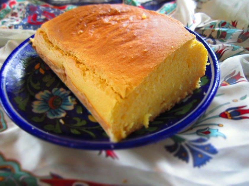 ムスル・エクメイ。トルコの黒海地方の郷土料理です。トウモロコシ粉(コーンフラワー)を使い、発酵させないのですぐできます