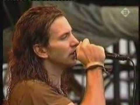 Pearl Jam - Suggestion (Pinkpop 92) | Eddie is not human. He most be the son of Legolas or some other elf. I mean; just look at him....