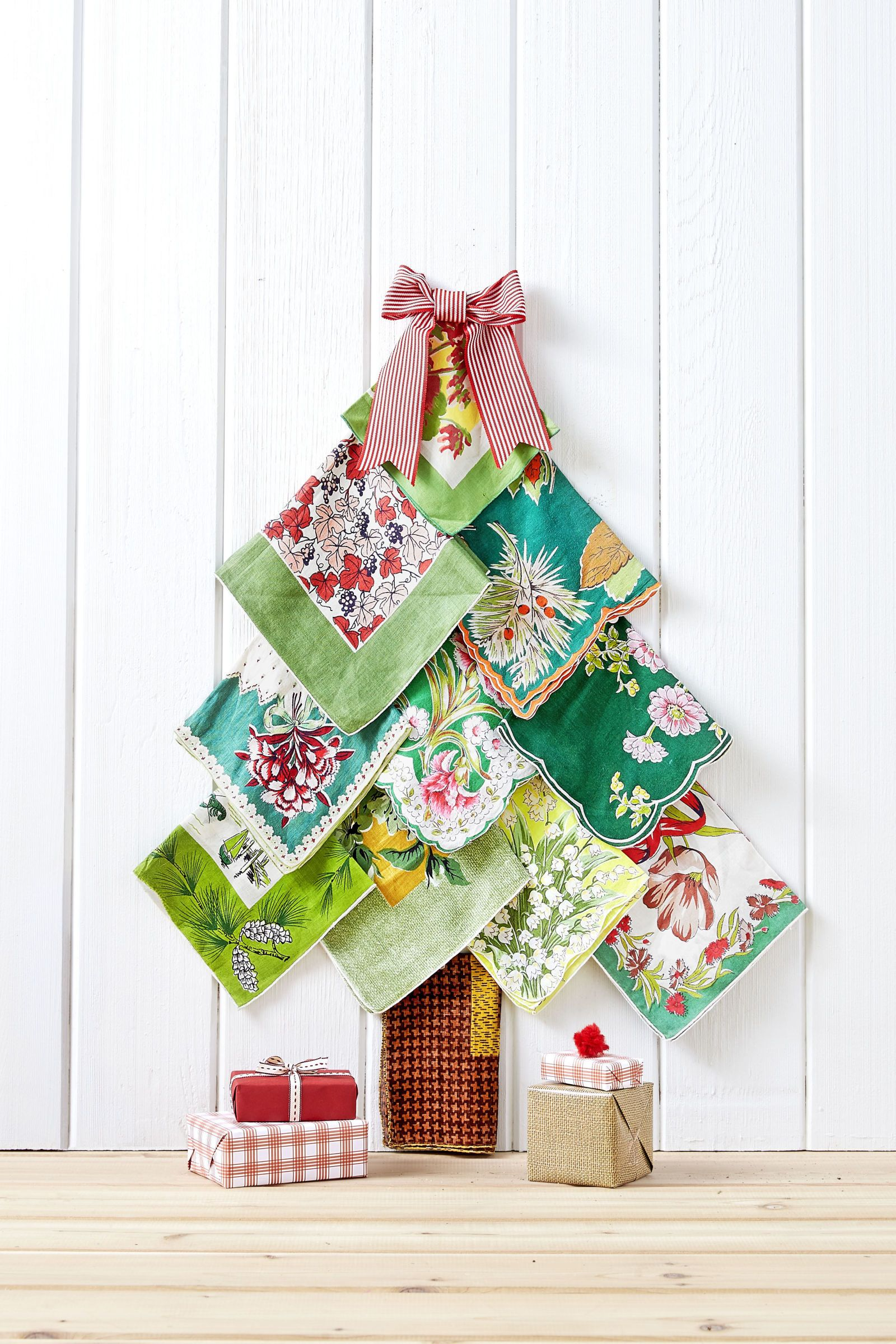 Vintage Christmas Craft Ideas Part - 40: Vintage Hankie Tree