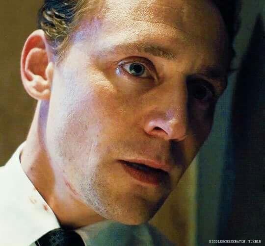 Can u please open the door, darling?  It's me, tom. ..let me in!