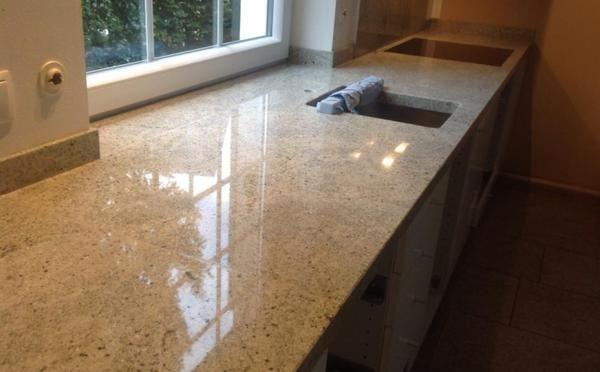 Granit Kashmir White Arbeitsplatte wurde in Bornheim bei Bonn - küchenarbeitsplatte aus granit