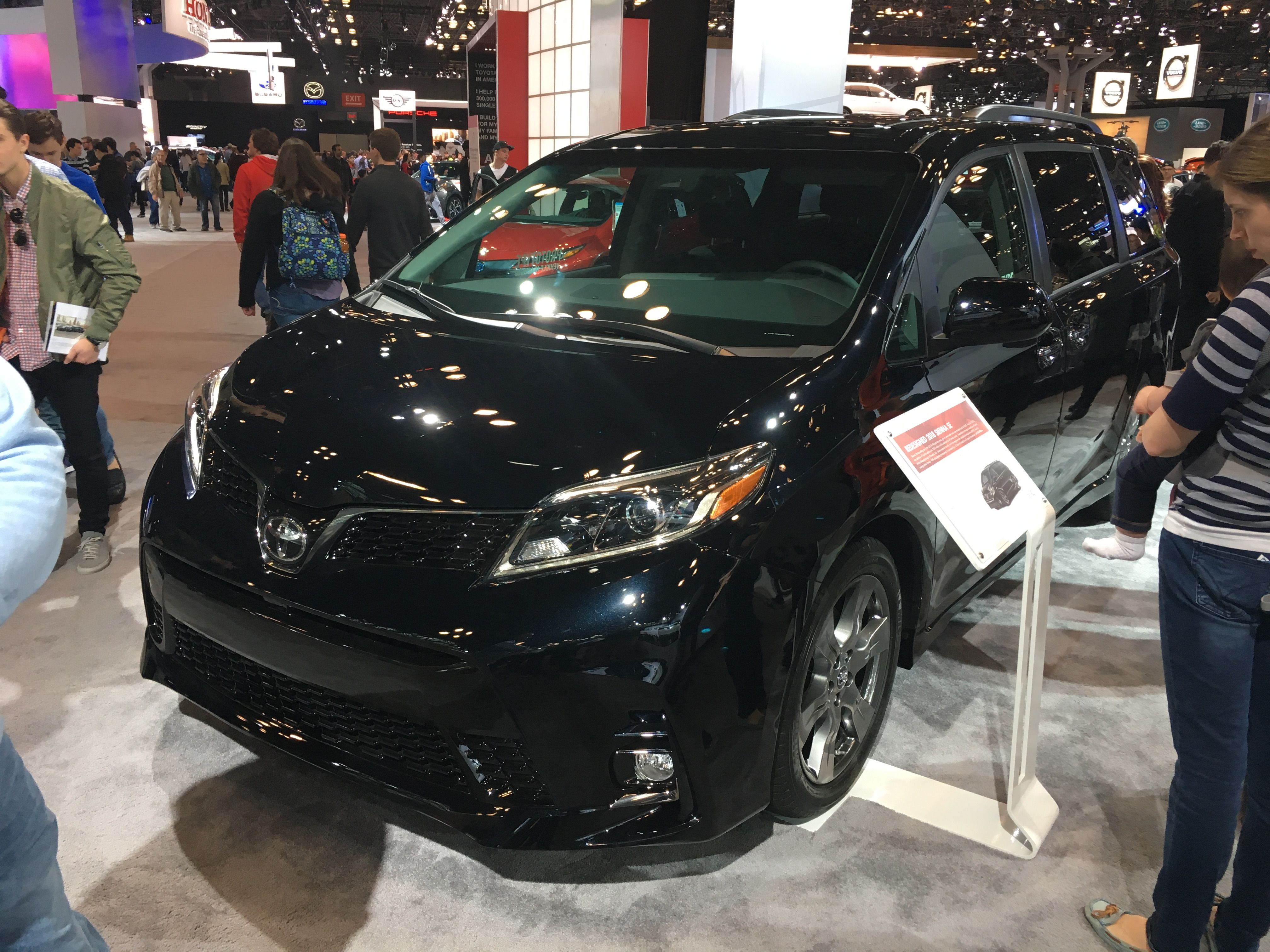 2018 Toyota Sienna Mini Van Toyota Sienna Chrysler Pacifica