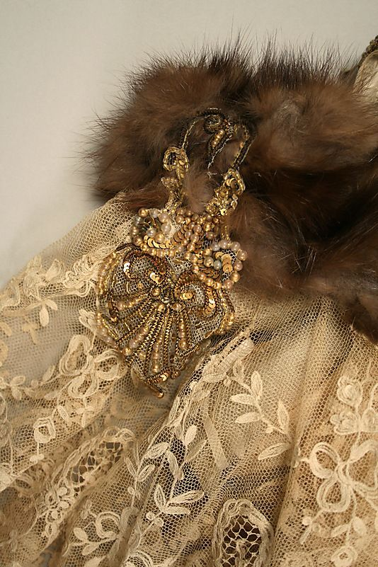 Frederick Worth Ball gown from 1899-1903 by designer Jean-Philippe Worth for House of Worth.