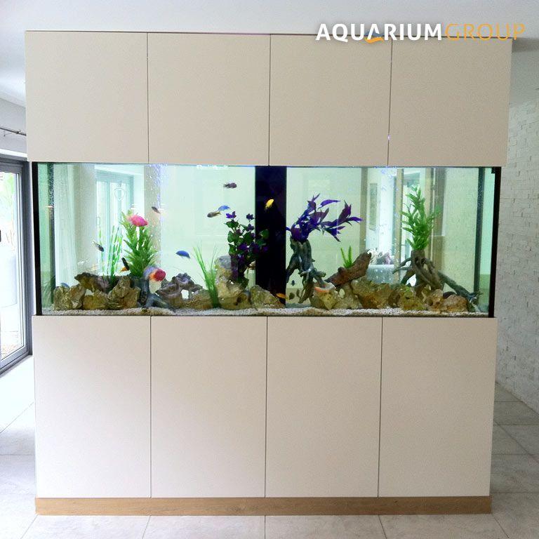Freistehendes Raumteiler Aquarium Von Der Kuche Zum Esszimmer Gesehen Aquarium Der Esszimmer Freist In 2020 Freestanding Room Divider Fish Tank Wall Fish Tank Stand