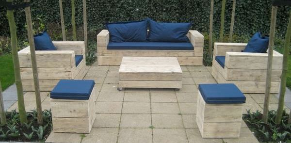 pallet patio furniture...clever!
