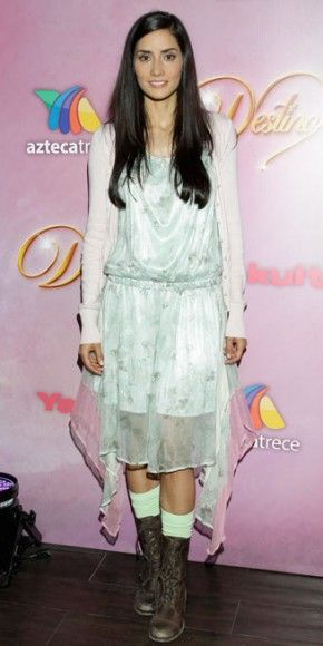 PAOLA NÚÑEZ    La actriz mexicana optó por la comodidad a la hora de vestir para presentar en la Ciudad de México su nueva telenovela, Destino (Azteca América), que estelariza junto a Mauricio Islas.