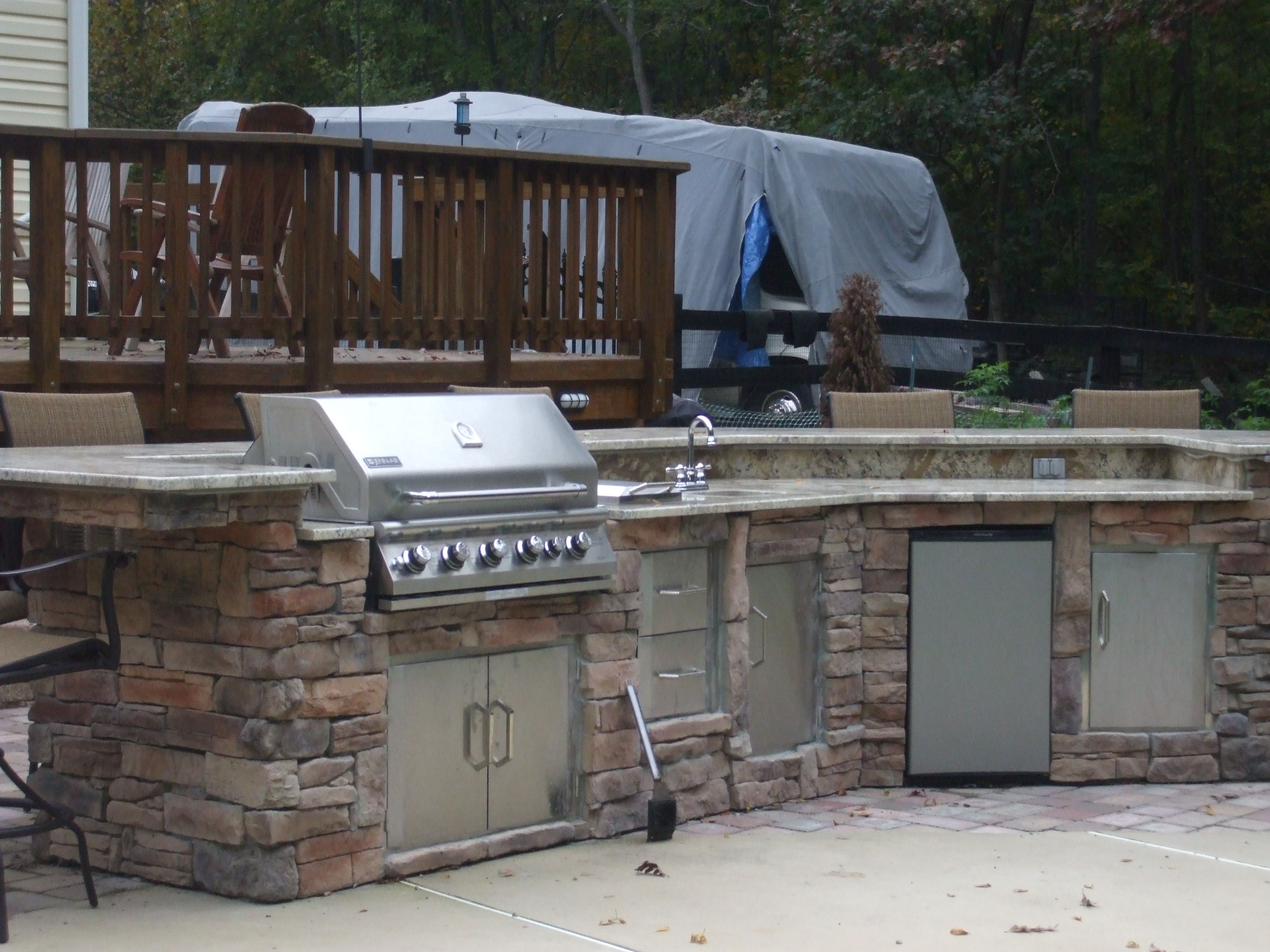 Christina And Lee Used Bbq Coach Frame Kit To Build This Beautiful Outdoor Kitchen With Stone Veneer Siding A Stone Veneer Siding Outdoor Kitchen Outdoor Decor