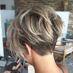 Just a back view of this amazing pixie cut on @sarah_louwho